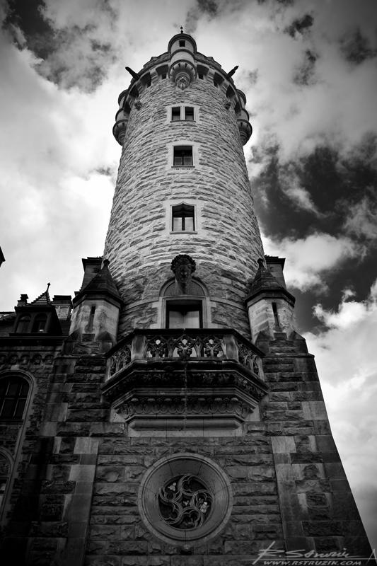 Zamek Moszna. Jedna z wież zamkowych.